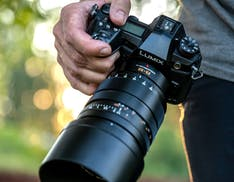 Panasonic annuncia il Leica DG Vario-Summilux 25-50mm con lenti asferiche. Lente universale F1.7 su tutta la gamma focale