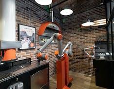 Ecco la pizzeria automatizzata dove fanno tutto i robot: cassieri, pizzaioli e camerieri