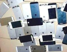 Contrabbandava falsi accessori per smartphone dalla Cina per venderli in USA: condannato a 2 anni di prigione