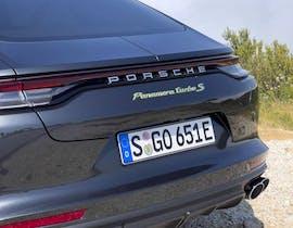 Porsche Panamera Plug-in Hybrid 2021, la prova su strada in Provenza