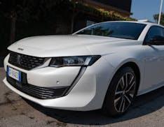 3000 km con la Peugeot 508 ibrida plug-in: grande come una berlina, sportiva come una coupé, riposante come un'elettrica