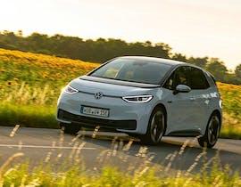 Alla guida di ID.3: la svolta elettrica di Volkswagen sospesa tra passato e futuro