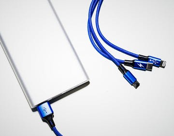 """""""Tutti i dispositivi portatili devono avere la porta USB-C"""": la proposta della Commissione Europea per il caricabatterie unico"""