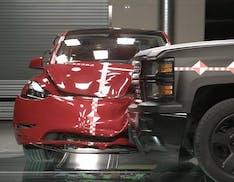 In Tesla usano i dati reali degli incidenti per progettare auto più sicure, a prova di qualsiasi impatto