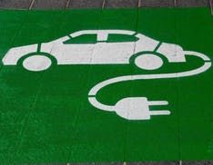 """Che fine faranno le batterie vecchie dei veicoli elettrici? La """"seconda vita"""" è la sfida tecnologica e politica dell'automotive"""