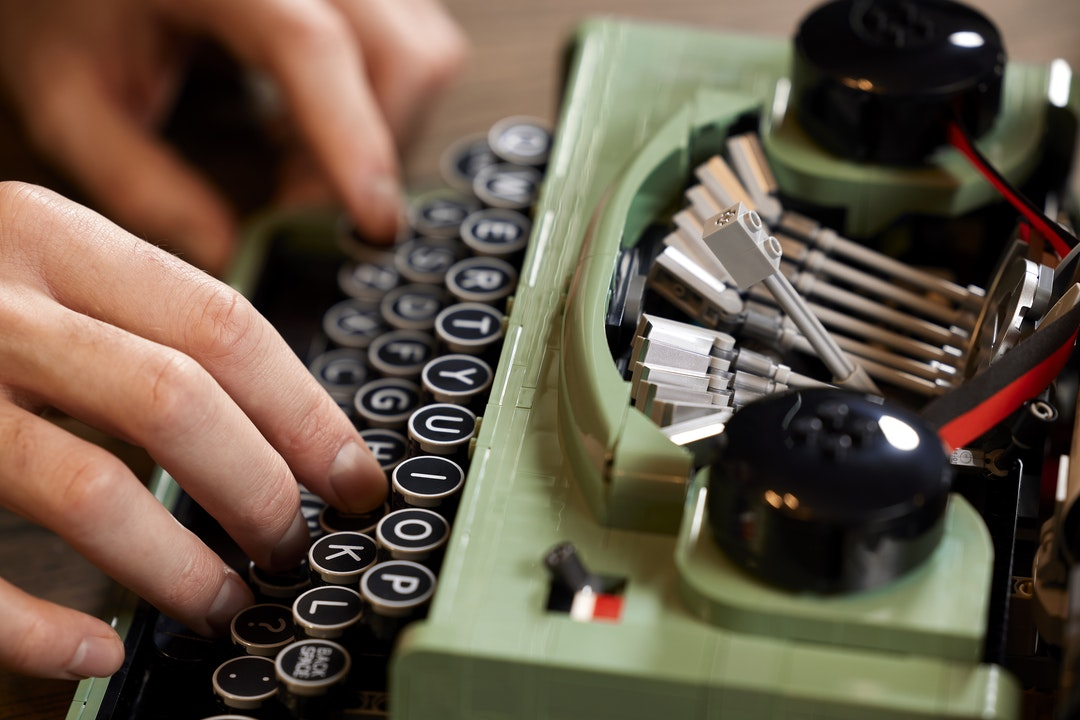 La macchina da scrivere Lego è un capolavoro: si monta e scrive davvero |  DDay.it