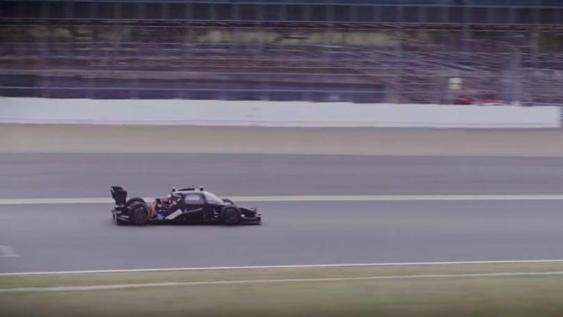 Correre a 300 Km/h in un'auto a guida autonoma (video)
